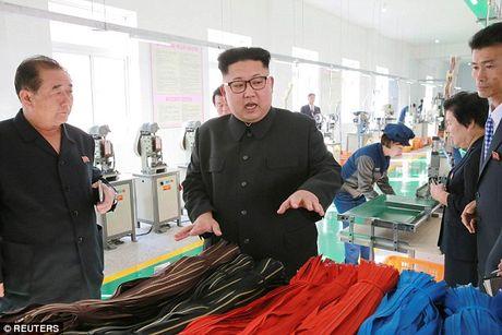 Kim Jong-un vang mat bat thuong do van de suc khoe? - Anh 2