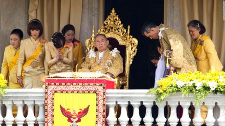 Cuoc doi vua Thai Lan qua hinh anh - Anh 13