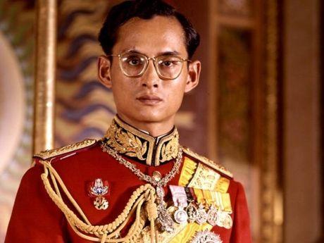 Cuoc doi vua Thai Lan qua hinh anh - Anh 1