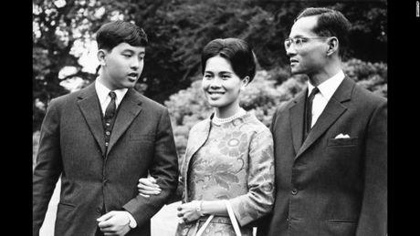 Cuoc doi vua Thai Lan qua hinh anh - Anh 8