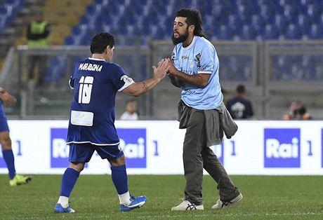 Maradona va con trai tranh tai o tran dau tu thien - Anh 11