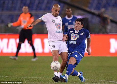 Maradona va con trai tranh tai o tran dau tu thien - Anh 6