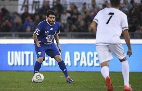 Maradona va con trai tranh tai o tran dau tu thien - Anh 8
