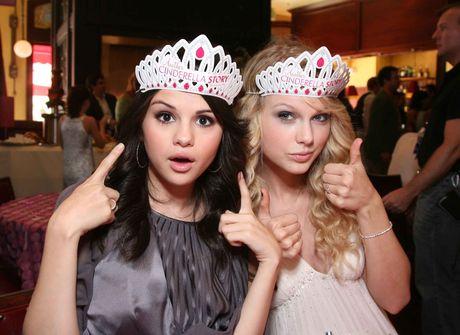 Taylor Swift tan tinh giup do Selena Gomez vuot qua benh tat - Anh 1