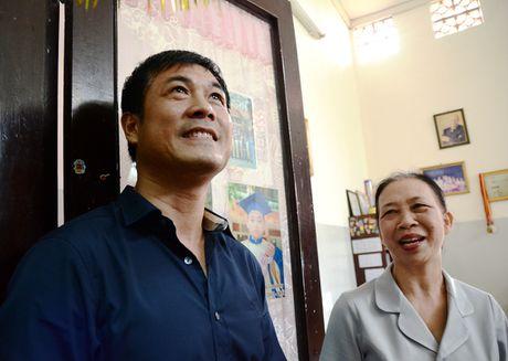 Tuyen thu Viet Nam moi tay ky tang fan o lang tre SOS - Anh 4
