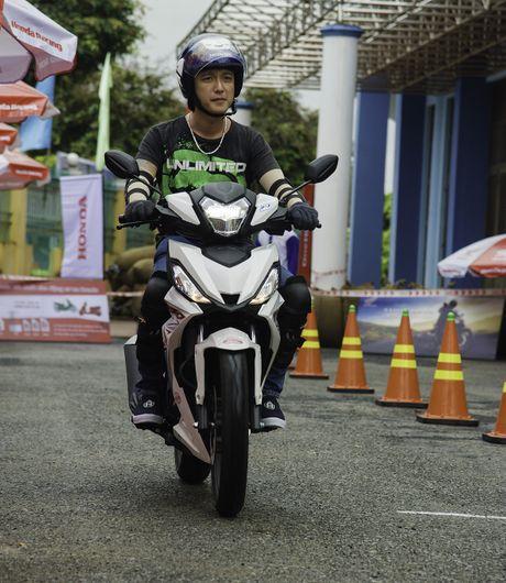 Dua xe Honda Winner tai Ba Ria - Anh 10