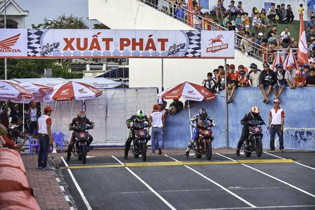 Dua xe Honda Winner tai Ba Ria - Anh 11
