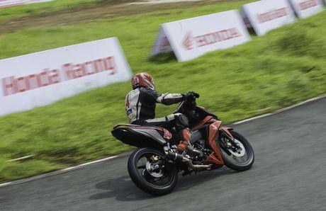 Dua xe Honda Winner tai Ba Ria - Anh 4