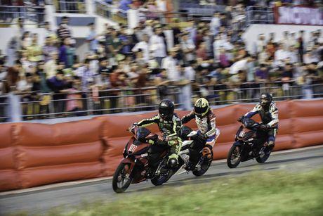Dua xe Honda Winner tai Ba Ria - Anh 6