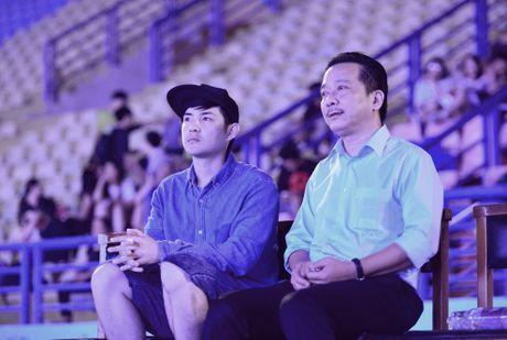 Dong Nhi: 'Toi va anh Thang chua bao gio bat dong quan diem' - Anh 1