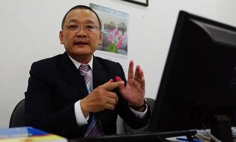 Luat su cua Bo truong Giao duc noi gi ve vu ong Hoang Xuan Que kien? - Anh 1