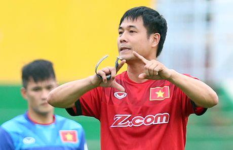 HLV Huu Thang: 'Dung phan biet cau thu tre cua HAGL voi cac CLB khac' - Anh 1