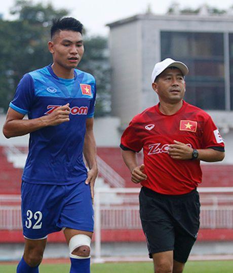 HLV Huu Thang: 'Dung phan biet cau thu tre cua HAGL voi cac CLB khac' - Anh 3