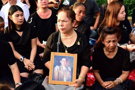 Nguoi dan Thai Lan doi nang de dua tien Nha vua Adulyadej - Anh 6