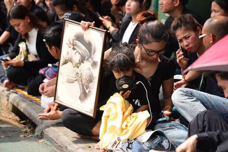 Nguoi dan Thai Lan doi nang de dua tien Nha vua Adulyadej - Anh 7