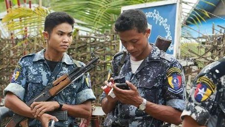 Hang ngan nguoi Myanmar tim cach chay khoi mot vung chien su - Anh 1