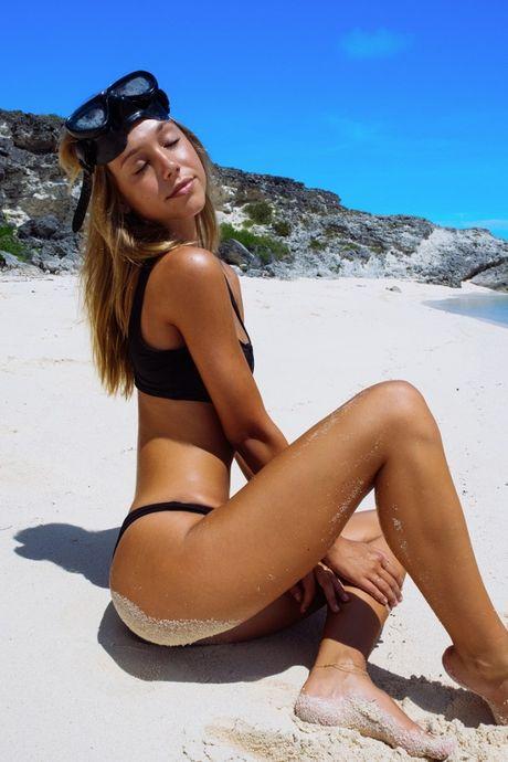 Nu hoang goi cam tung anh bikini 'dot mat' trieu fan - Anh 13