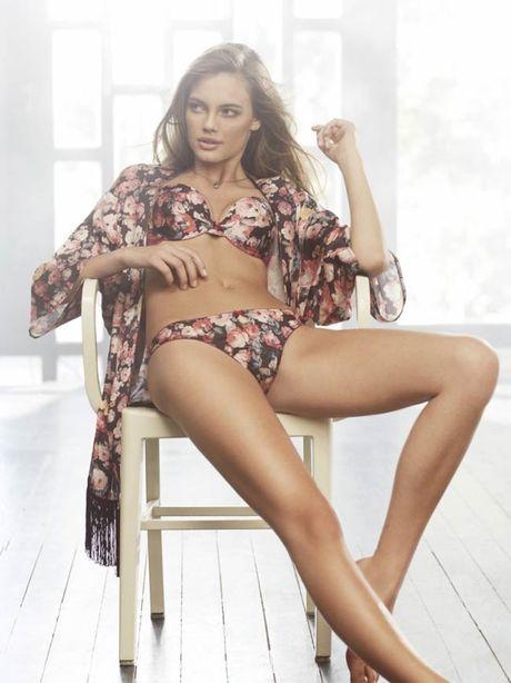 Ve sexy cua my nu tung khien CR7 'cam sung' Irina Shayk - Anh 16