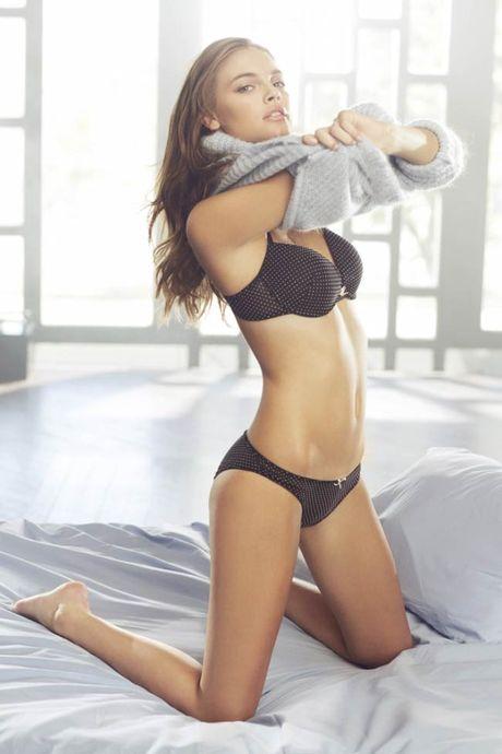 Ve sexy cua my nu tung khien CR7 'cam sung' Irina Shayk - Anh 17