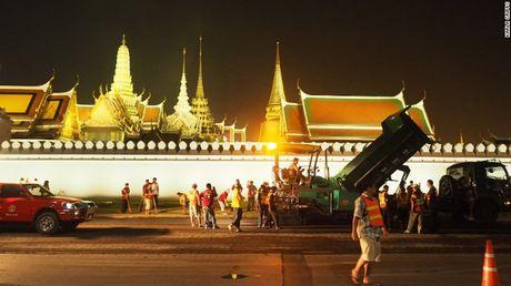 Thai Lan: Xep hang ca cay so don linh cuu Vua Bhumibol - Anh 11
