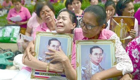 Nguoi Thai vinh biet vua Bhumibol - Anh 2