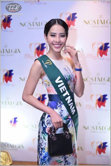 Vuot 'bao' du luan, Nam Em van no luc tai Miss Earth 2016 - Anh 1