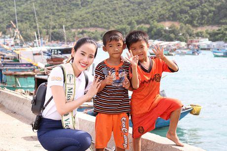 Vuot 'bao' du luan, Nam Em van no luc tai Miss Earth 2016 - Anh 4