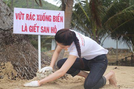 Vuot 'bao' du luan, Nam Em van no luc tai Miss Earth 2016 - Anh 5