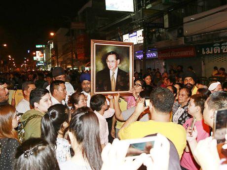 Thuong tiec nha vua Adulyadej, Thai Lan huy tat ca hoat dong bong da - Anh 1