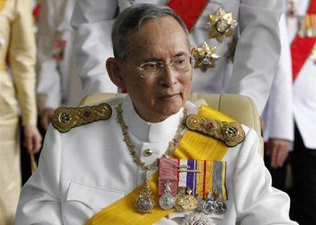 Cac giai bong da Thai Lan ket thuc di chua tung co do nha vua Adulyadej qua doi - Anh 1