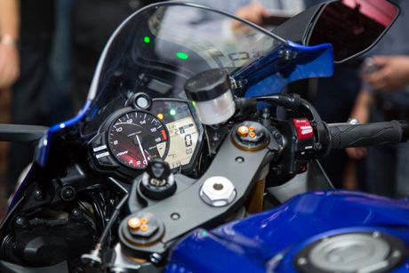 Yamaha ra mat R6 2017 - giong R1, dong co cu, quickshift tuy chon - Anh 4