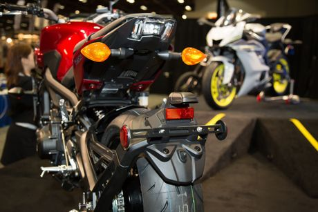 Yamaha ra mat FZ-09 2017 - noi chong truot, dau den giong Z1000, 100 ma luc - Anh 4