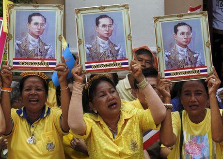 Nguoi dan Thai Lan khoc nghen, tiec thuong Nha vua Bhumibol Adulyadej - Anh 1