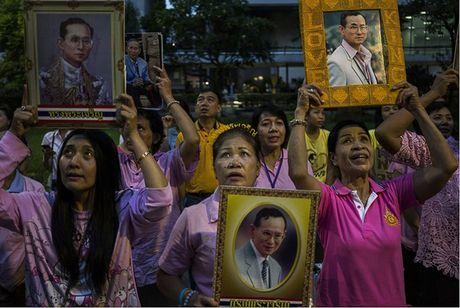 Nguoi dan Thai Lan khoc nghen, tiec thuong Nha vua Bhumibol Adulyadej - Anh 8