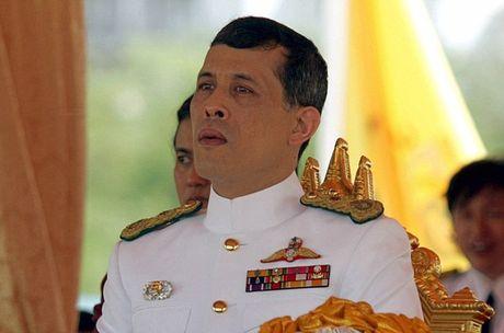 Thai tu Maha Vajiralongkorn ke vi Nha vua Bhumibol Adulyadej - Anh 1