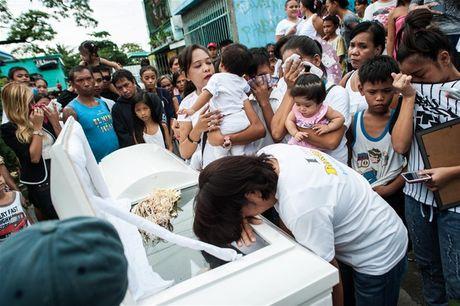 Philippines thach thuc phuong Tay dieu tra vu giet toi pham ma tuy - Anh 1