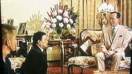 Buc anh chan dong cua Quoc vuong Thai Lan - Anh 1