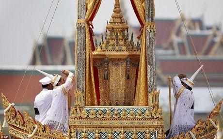 Chung khoan Thai Lan chao dao vi Nha vua bang ha - Anh 1