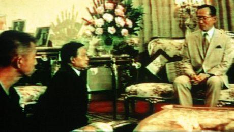 Cau chuyen ve Nha Vua Thai Lan va hai vi tuong - Anh 1