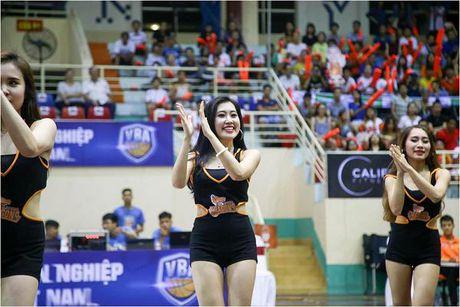 Hot girl co vu - 'dac san' khong the thieu tai giai bong ro VBA - Anh 5