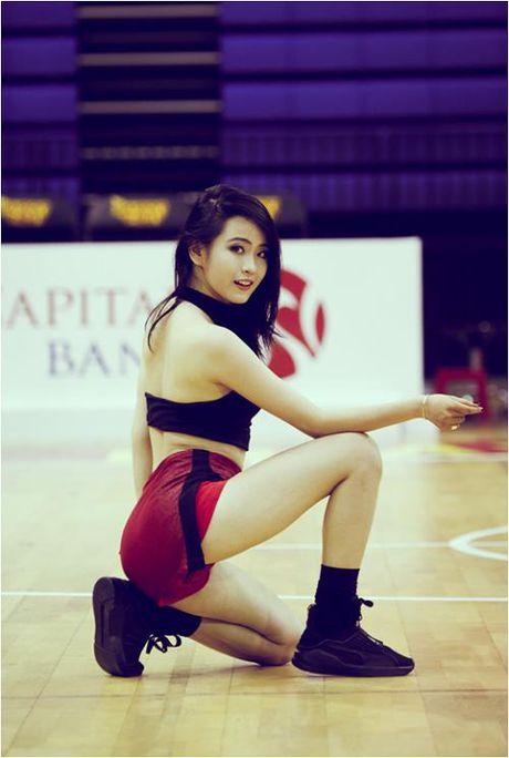 Hot girl co vu - 'dac san' khong the thieu tai giai bong ro VBA - Anh 6