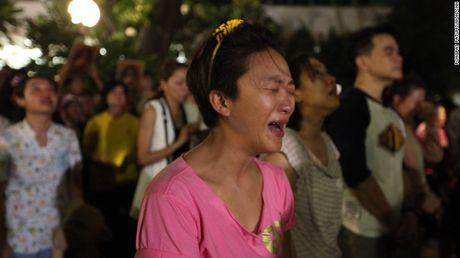 Nguoi dan Thai Lan oa khoc thuong tiec vua Bhumibol Adulyadej - Anh 3