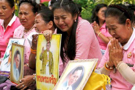 Nguoi dan Thai Lan oa khoc thuong tiec vua Bhumibol Adulyadej - Anh 8
