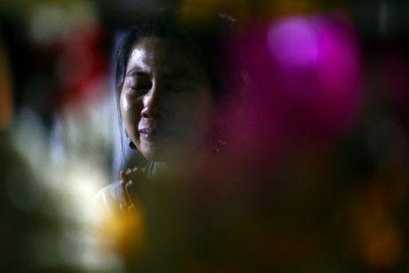 Nguoi dan Thai Lan oa khoc thuong tiec vua Bhumibol Adulyadej - Anh 9