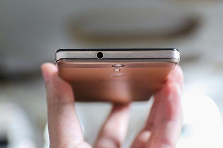Khui hop Infinix Hot S: Chip 8 nhan toc do 1,3GHz, cam bien van tay - Anh 11