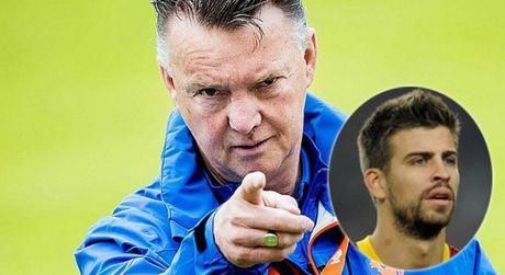 Van Gaal hung ho xo nga, che Pique khong du 'trinh' choi cho Barca - Anh 1