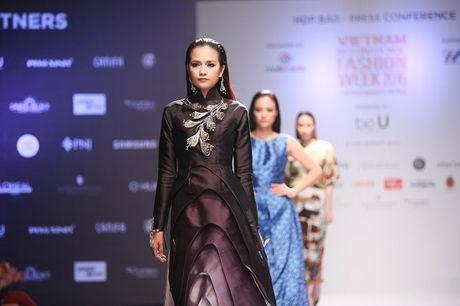 Quan quan Vietnam's Next Top Model 2016: 'Rat kho de co the lam dau tram ho' - Anh 1