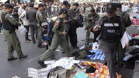 Bat giu 44 thanh nien co ke hoach danh bom thu do Bangkok - Anh 1