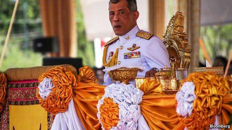 Nha vua Thai Lan bang ha: Nhung dau hoi ve nguoi ke vi - Anh 2