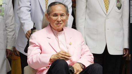Vi sao nha vua Bhumibol Adulyadej la bieu tuong hoa binh cua Thai Lan? - Anh 2